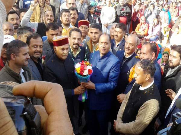 dhumal praise the jairam government target the congress