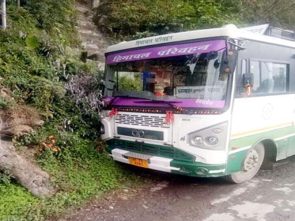 बस की ब्रेक हो गई थी फेल, चालक की सूझबूझ से बड़ा हादसा टला