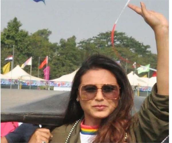 rani mukherjee reached ahmadabad for her film hichki promotion play kites