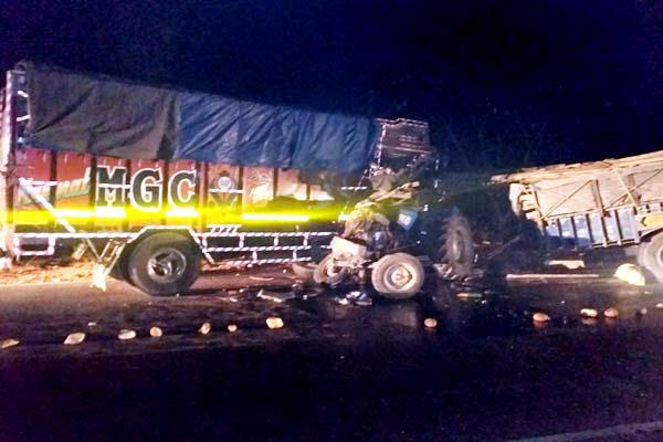 incident on nh 03  tremendous collision in tractor truck  death of 3 on spot