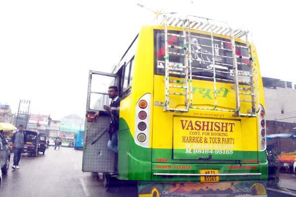 buses running along open doors and tea chicks here
