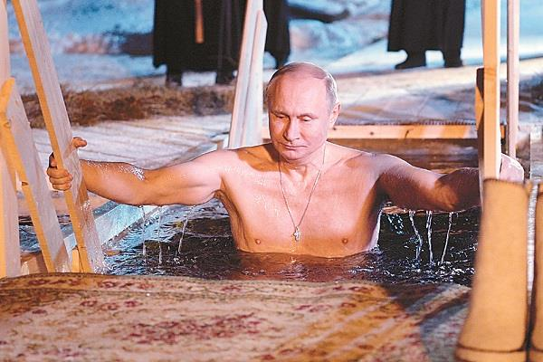 putin celebrates epiphany festival by plunge into snowy water