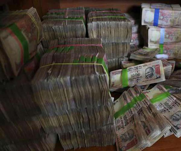 90 crore rupees notes recovered from kanpur