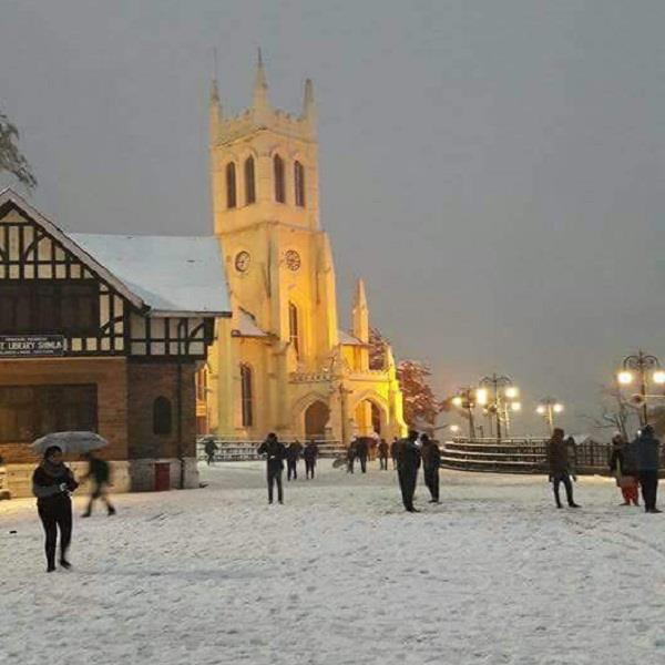 beautiful pictures of the first snowfall of the season in hills queen