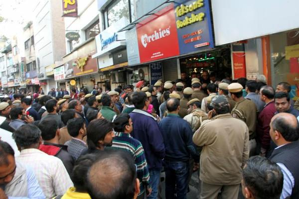 delhi 7 lakh traders on the streets protesting sealing