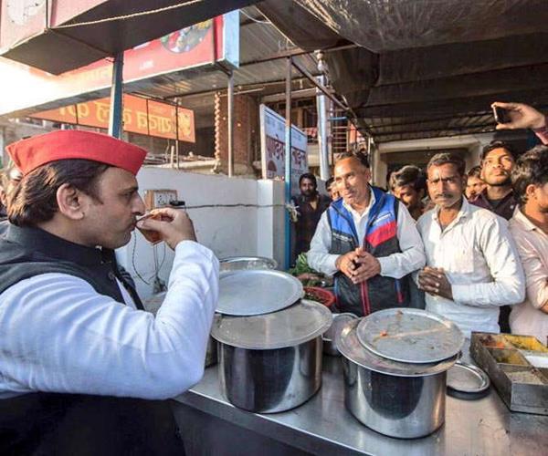 akhilesh yadav tweeted on modi modi and minister satyapal singh