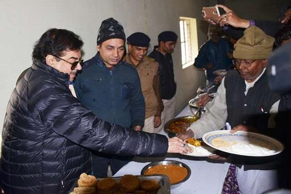 shatrughan sinha organized the dahi chuda banquet
