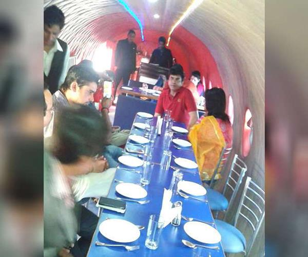 restaurants built in airplane by the idea of the workers