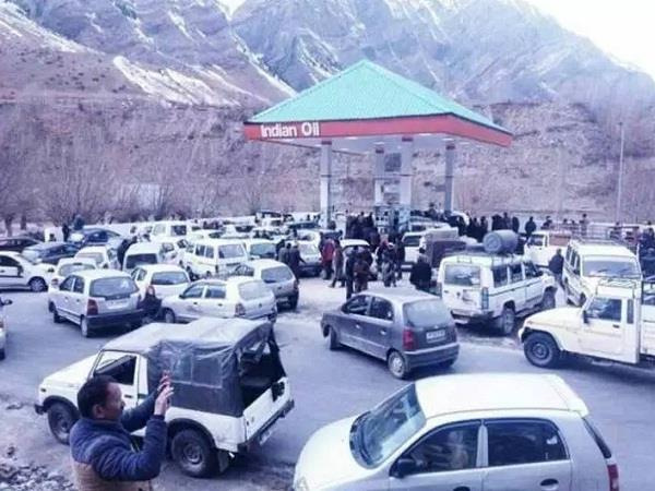 restored taxi services in lahaul after 3 days