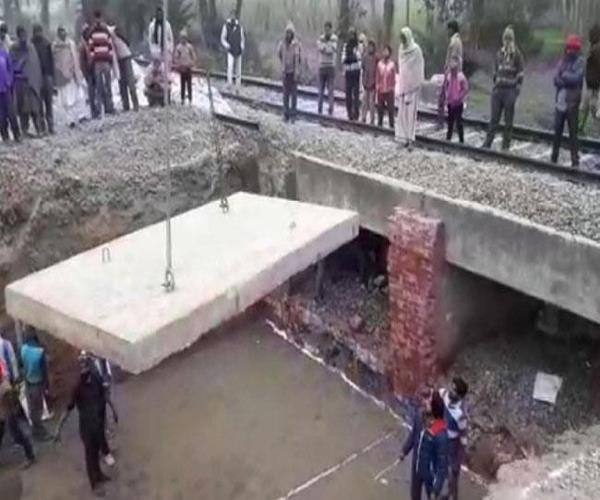 indian railways set up record  built in 4 hours  100 years old bridge