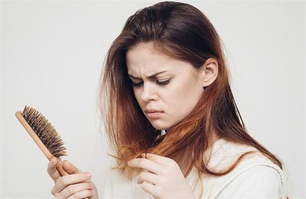 बाल झड़ने की समस्या को प्याज के इस्तेमाल से करें दूर