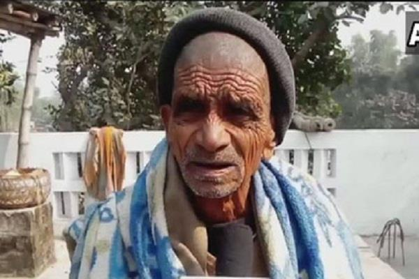 100 years elderly has habit of eat soil