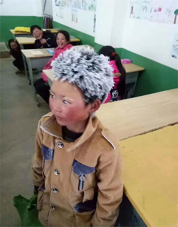 photo of chinese boy turning up to class covered in ice and snow