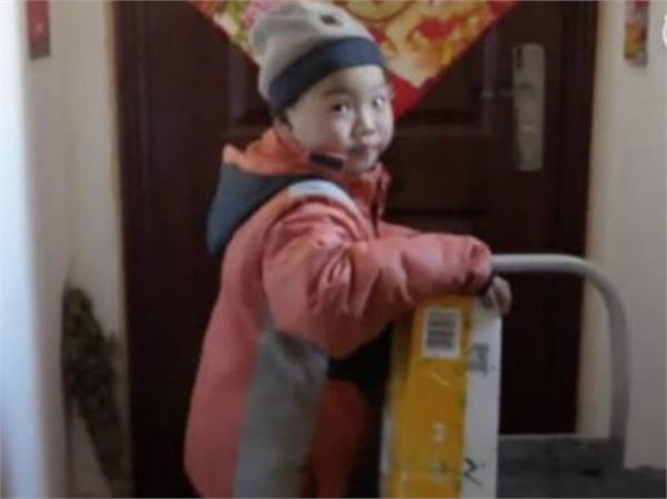 7 year old boy made delivery boy