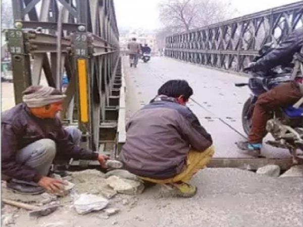 manikarna valley bridge started moving through the vehicles