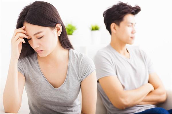 पार्टनर करने लगे ऐसा व्यवहार तो समझ जाए उन्हें नहीं हैं आपकी परवाह