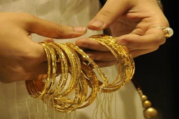gold prices fall silver prices up