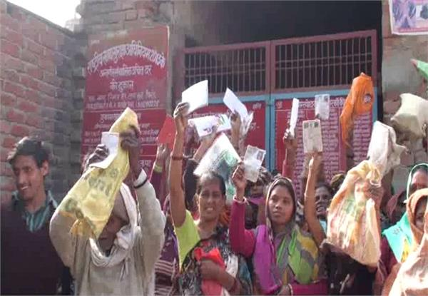 women rush in ration shop ruckus gives confession