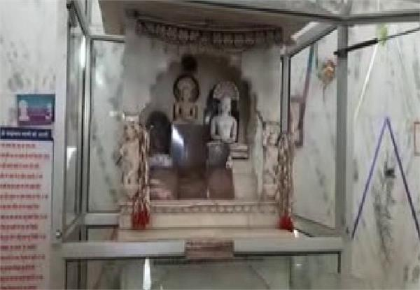 thieves cleaned idols of octagonal crores of rupees from temple