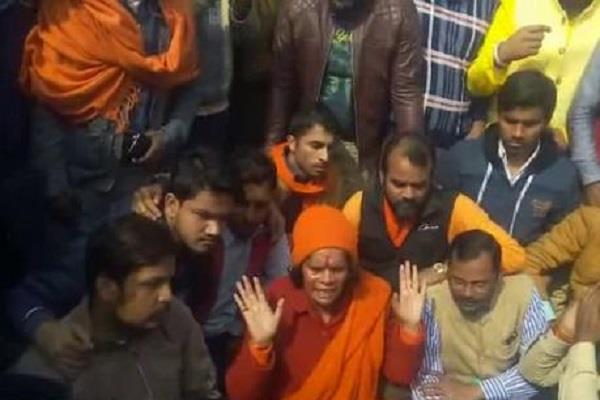 sadhvi prachi s police went to the police station on the way to kasganj