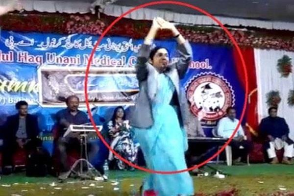 aimim female councilor performs dance in stage