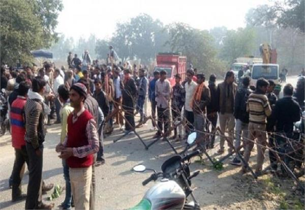 agra  the electric karmic felt  angry villagers jammed