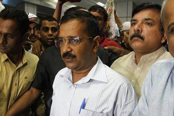 complaint against kejriwal and unqualified mla