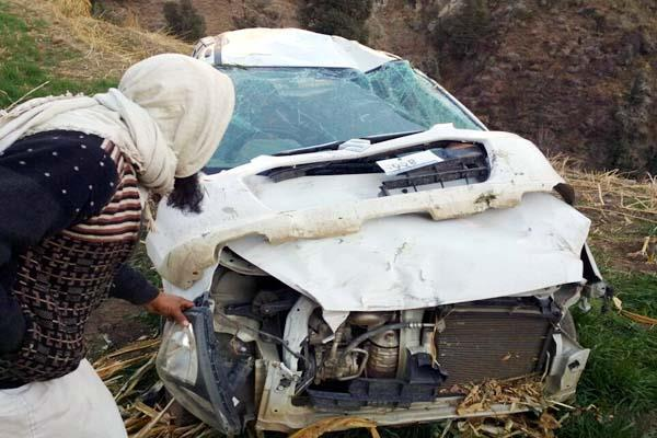 uncontrolled alto car fell into fields  4 injured including driver