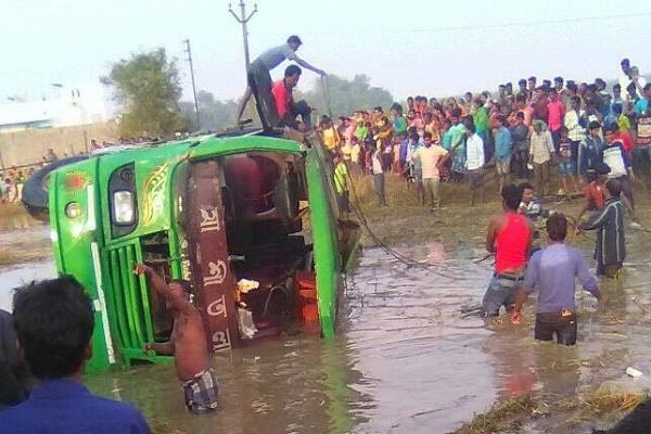 west bengal  a parallel bus on nh 60  at least 7 dead  22 injured