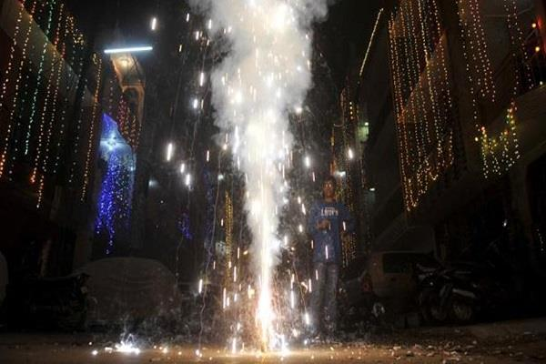 electronic crackers will be eroded pollution free in 2018 diwali