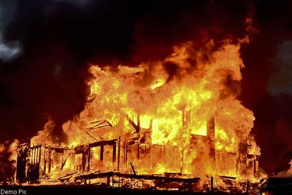 house and cowshed burn in fierce fire  death of 15 cattle