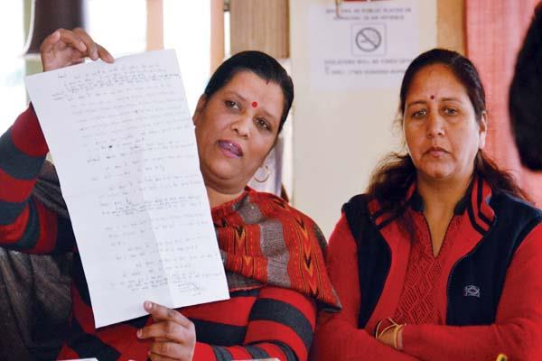 charged of former councilors  nagar panchayat ignores dc  s orders