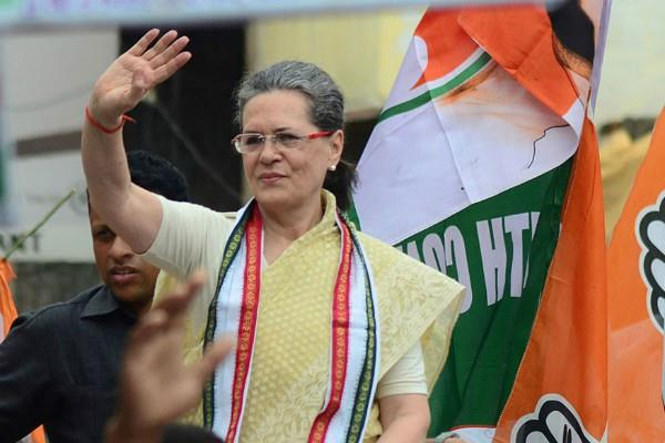 sonia gandhi is buying sarees