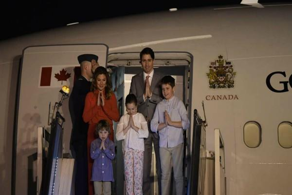 hardeep puri and sidhu welcome trudeau at airport