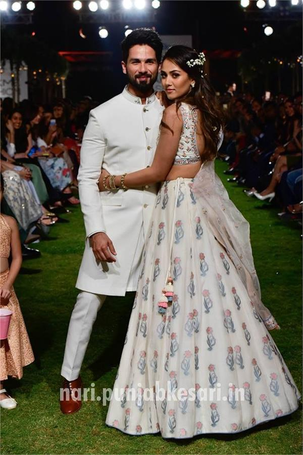 पहली बार पत्नी मीरा के साथ रैंप पर उतरे Shahid Kapoor