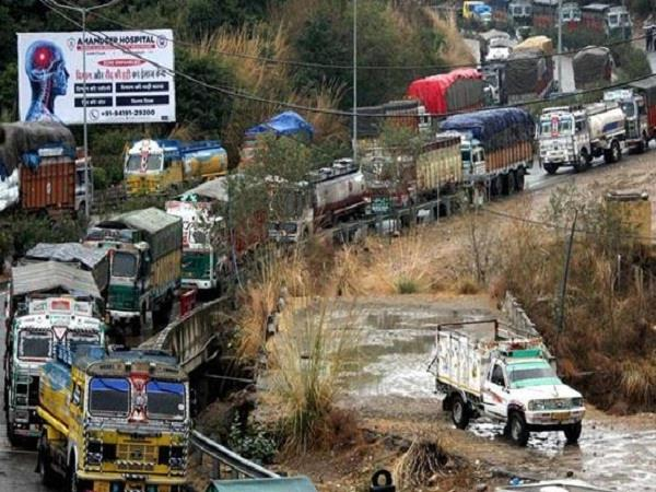 kashmir highway closed for second day today