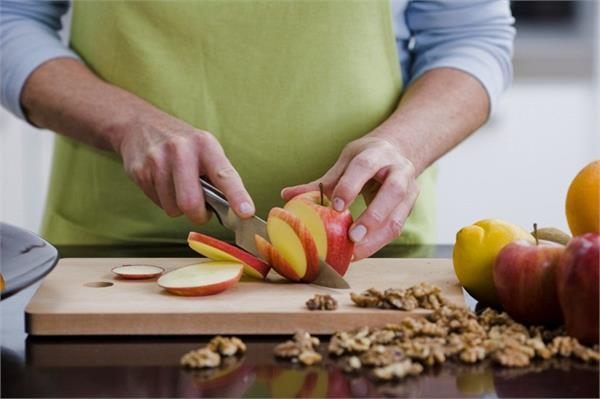कटे हुए फलों को रखना है Fresh तो अपनाएं ये 4 टिप्स