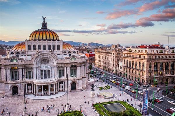 किस डे सेलिब्रेशन लिए मशहूर है मैक्सिको का यह Kiss Street