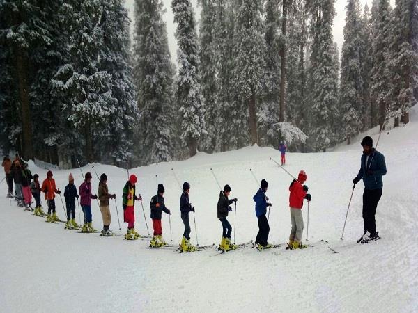 after snowfall skiing junkies again made the journey of narkanda