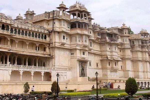 facts about udaipur historic and religious places