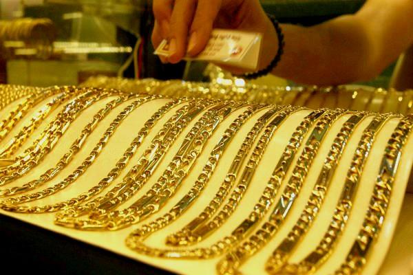 gold price rises  silver prices fall