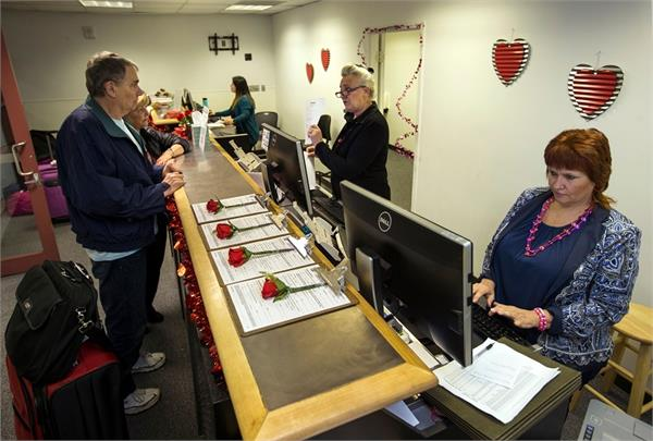 marriage license office to open in las vegas airport for valentine s day