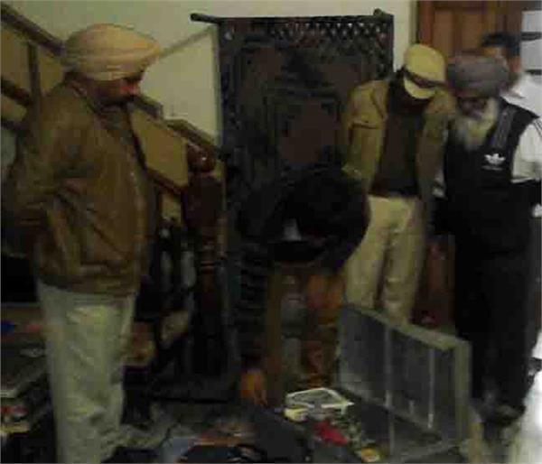 robbers loot in punjab s nawanshahr
