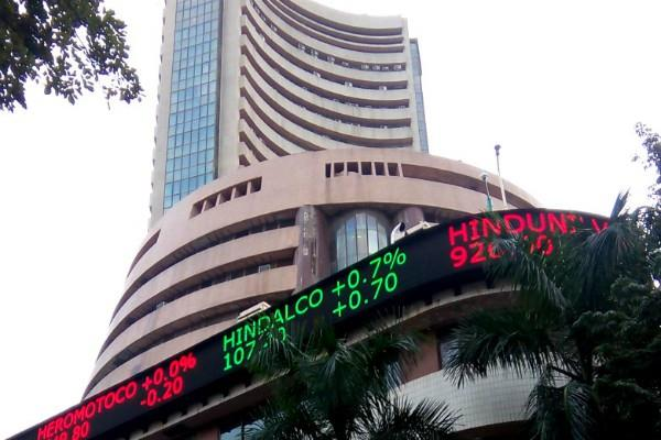 sensex rises 142 points and closes close to nifty 10550