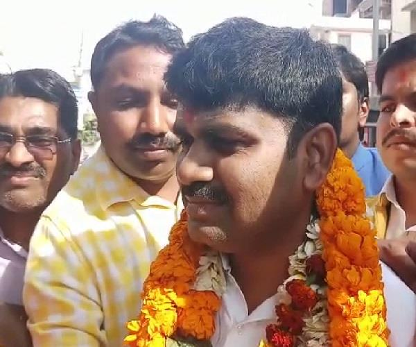 koshlendr singh bjp candidate from phulpur seat celebration