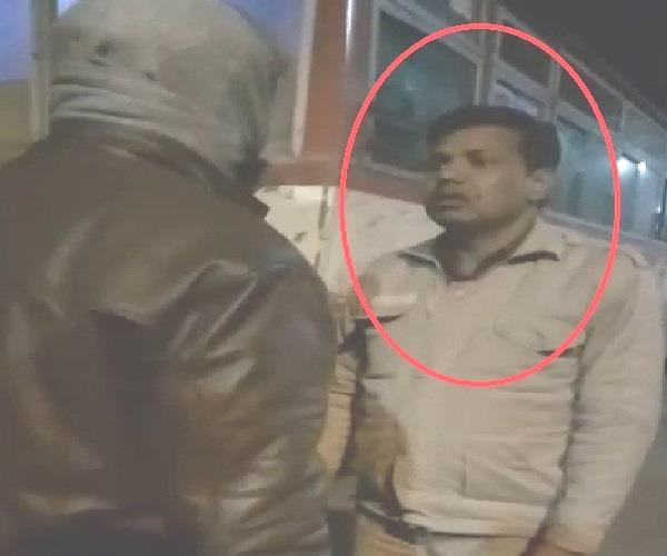 up police s fate nasheed sipahi did wrong to people video viral
