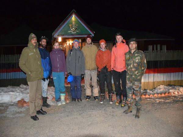 army save the life of foreign tourists