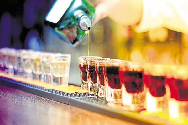 delhi under the age of 25 people will be forced to sell liquor