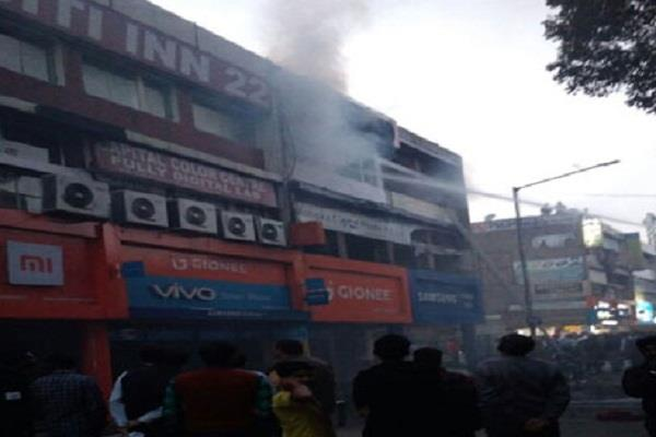 chandigarh a fierce fire in sector 22 famous mobile market