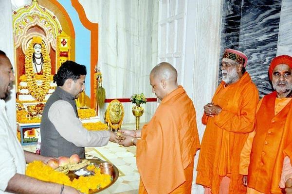 cm yogi reached gorakhpur darshan of gorakshanath peeth
